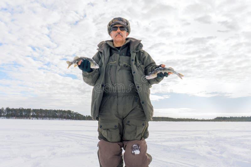 钓鱼冬天低音冬季体育,冬天爱好 免版税库存照片