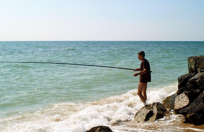 钓鱼在亚速海的人 免版税库存照片