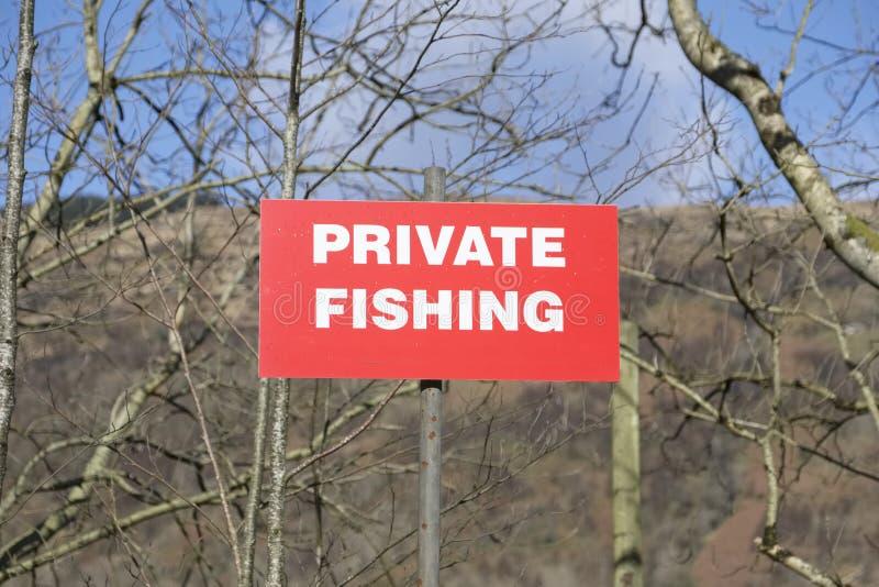 钓鱼在湖的私有标志 库存照片