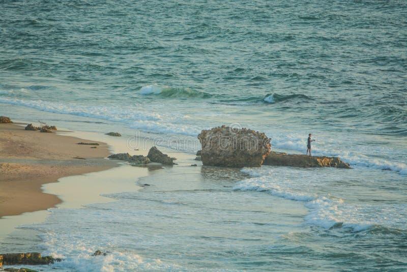 钓鱼地中海从以色列` s海岸线 库存照片