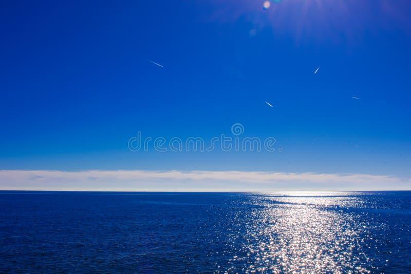 钓鱼地中海净海运金枪鱼的偏差 库存图片