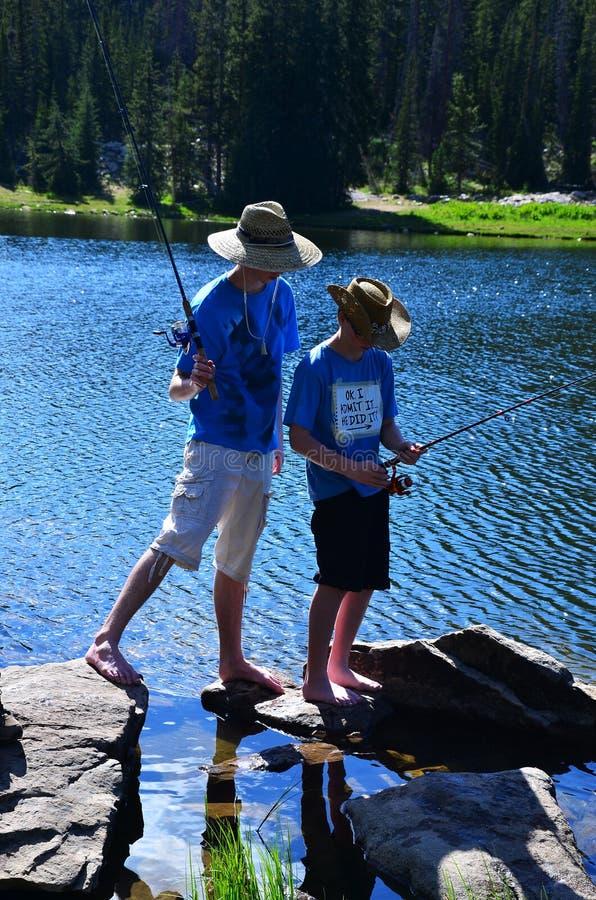 钓鱼少年二的男孩 图库摄影
