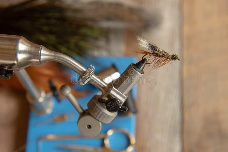 钓鱼湿飞行的经典鳟鱼 库存图片