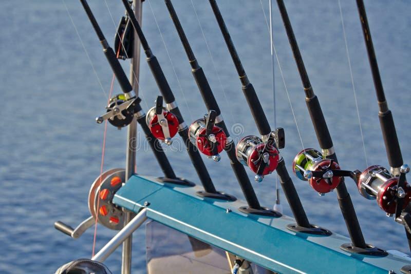 钓鱼竿和卷轴钓丝 免版税库存图片