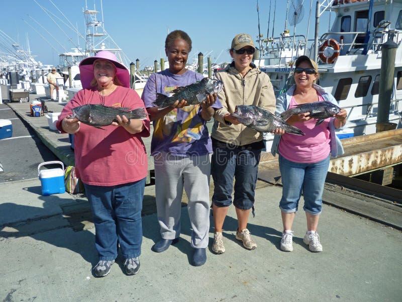 钓鱼者成功的妇女 免版税库存照片