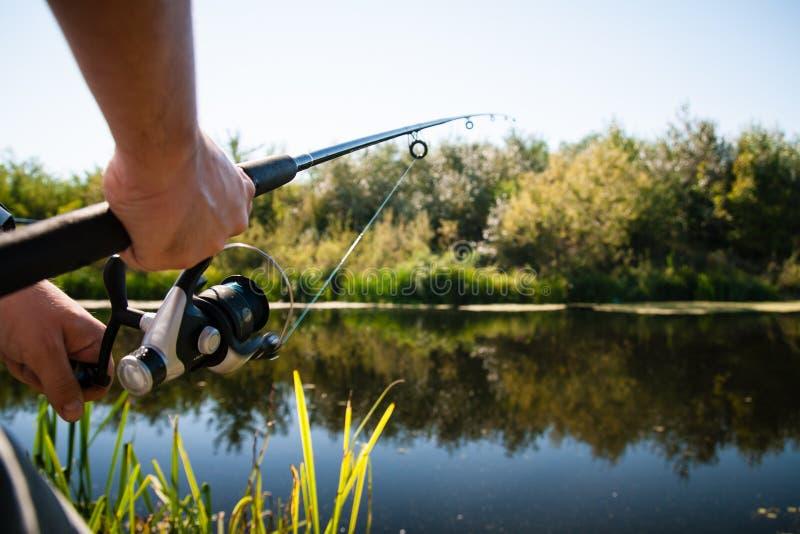钓鱼者渔在河 免版税库存照片