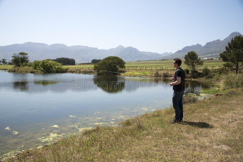 钓鱼者用假蝇钓鱼南非 库存图片