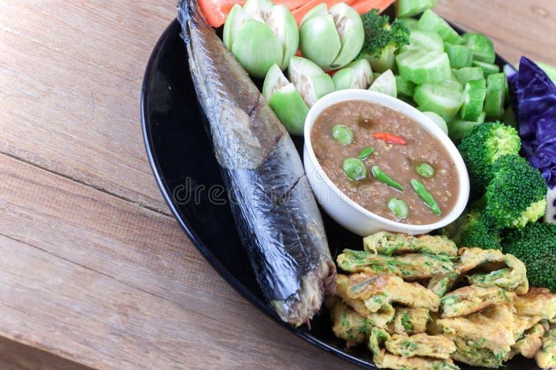 钓鱼Saba shoyu yaki和辣椒酱调味汁 库存图片