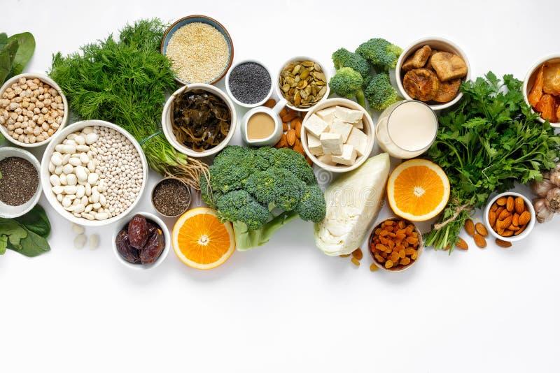 钙素食主义者顶视图健康食物干净吃 免版税库存照片