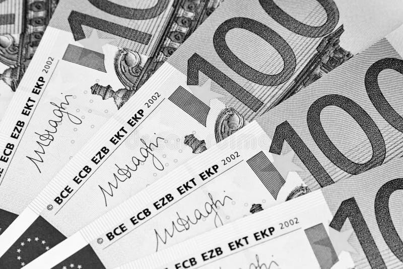 钞票欧元一百一个 开户欧洲欧元五重点一百货币附注绳索 欧洲现金背景 欧盟 免版税图库摄影