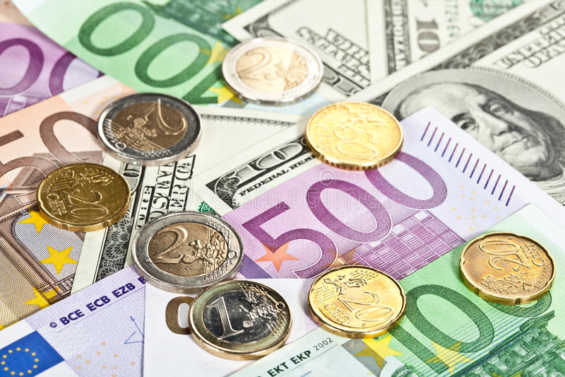 钞票硬币美元欧元许多 免版税库存照片