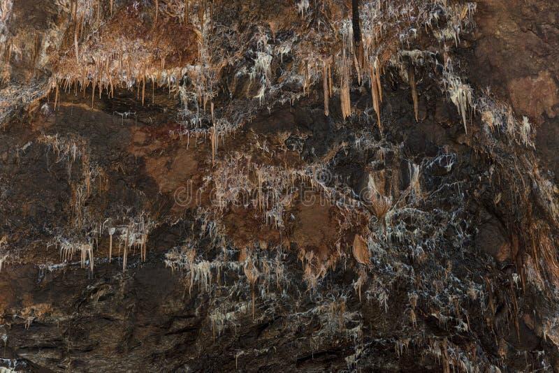 钟乳石细节和石笋在奥格格泰莱克陷下 免版税库存图片