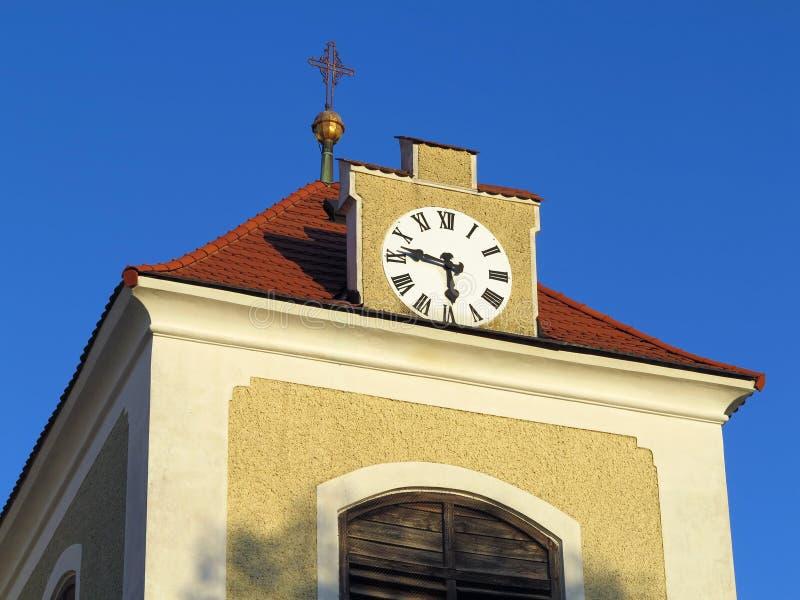 钟楼上面在老镇贝内绍夫 免版税库存图片