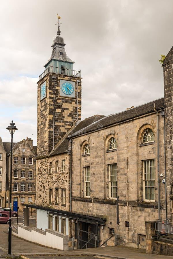 钟楼和屋顶上面早晨在斯特灵,苏格兰 免版税库存图片