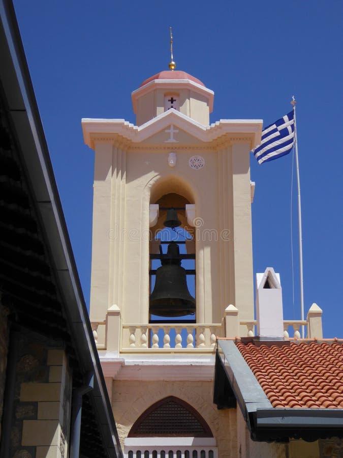 钟楼和旗子在monastry 库存图片