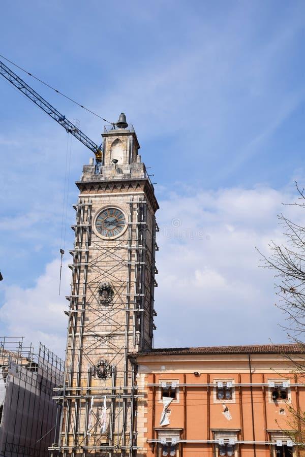 钟楼在2009升以后损坏了`天鹰座地震  库存照片