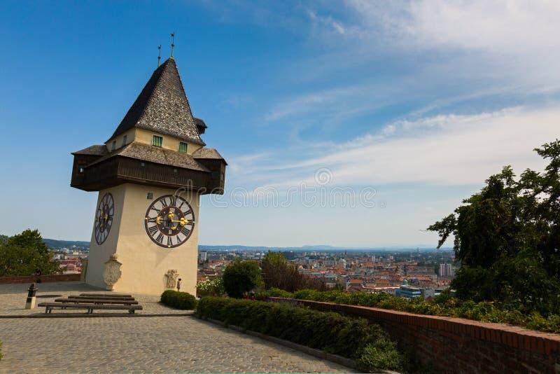 钟楼,在施洛斯山城堡小山顶部的Uhrturm在格拉茨,奥地利,欧洲 图库摄影