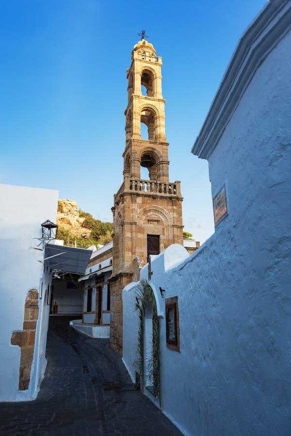 钟楼/希腊东正教钟楼在Lindos村庄 免版税库存照片