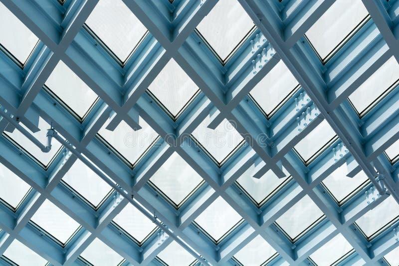 钢和玻璃天花板样式 免版税图库摄影