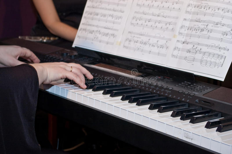 钢琴使用 库存图片