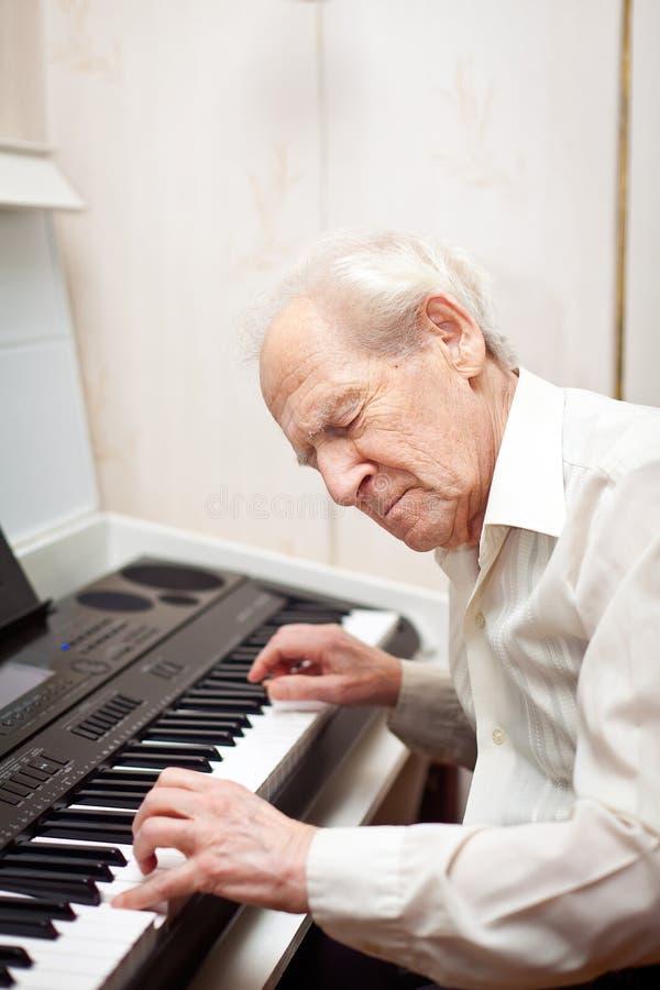 钢琴使用 图库摄影