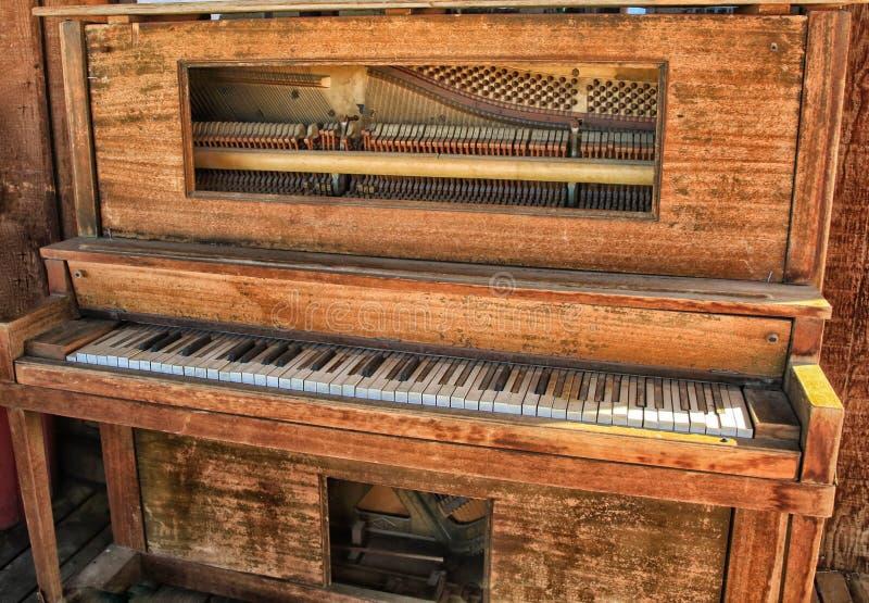 钢琴古色古香的葡萄酒 库存照片