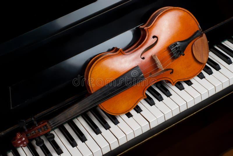 钢琴小提琴 免版税图库摄影