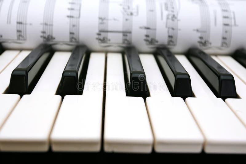 钢琴按钮和附注 免版税库存照片