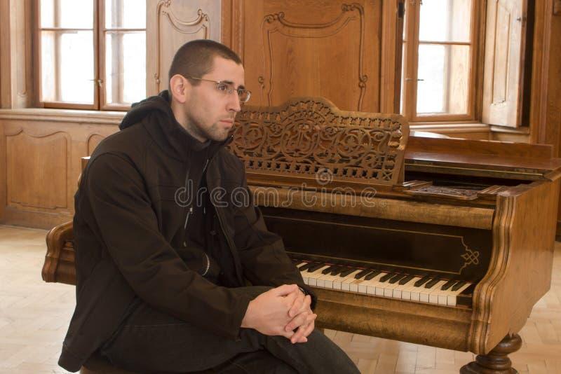 钢琴演奏者纵向 图库摄影