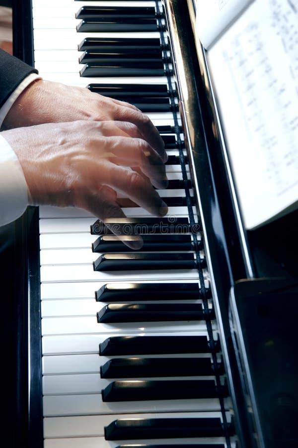 钢琴递慢动作 免版税库存图片