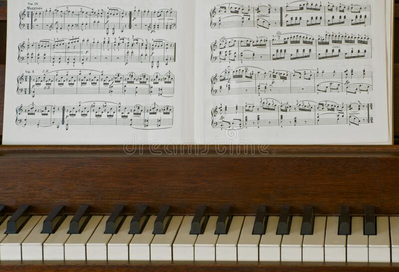 钢琴键和音乐特写 图库摄影