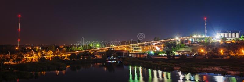 钢铁厂在晚上 库存图片