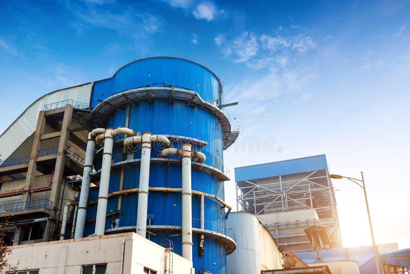 钢铁厂罐和管子 免版税库存图片