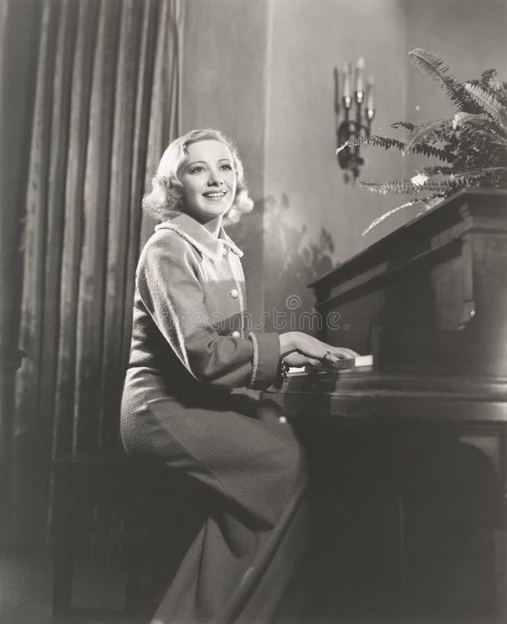 钢琴吟诵 免版税库存照片