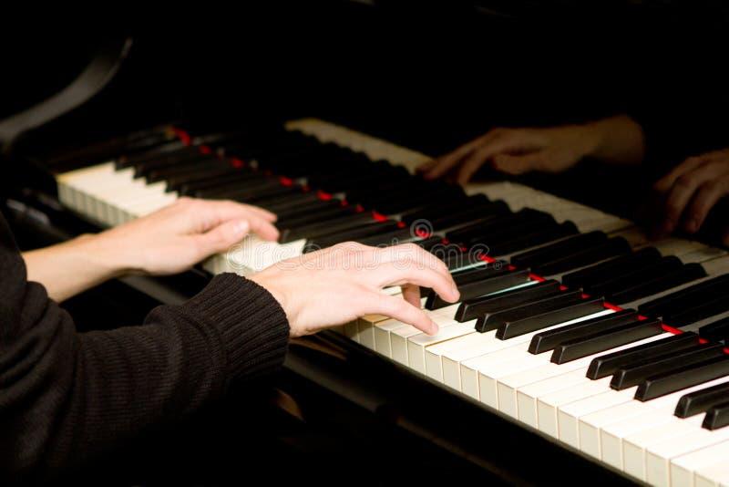钢琴演奏者 免版税库存照片