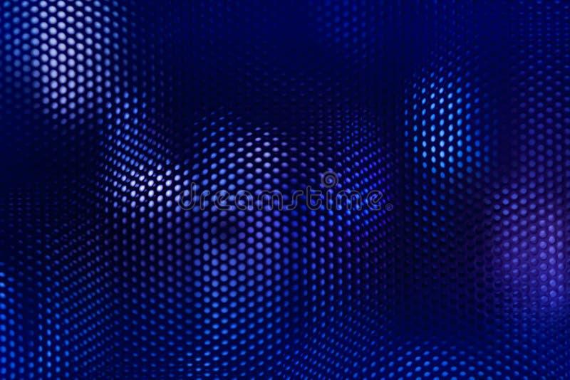 黑钢滤网和蓝色照明设备提取背景 免版税库存图片