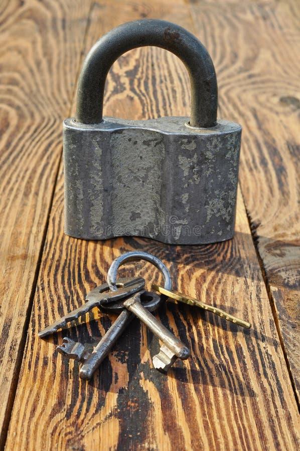 钥匙和挂锁 图库摄影