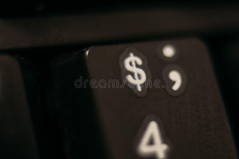 钥匙在键盘的第四 向量例证
