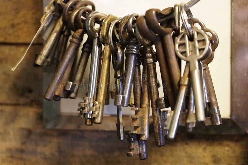 钥匙葡萄酒老和生锈的关闭 免版税库存图片