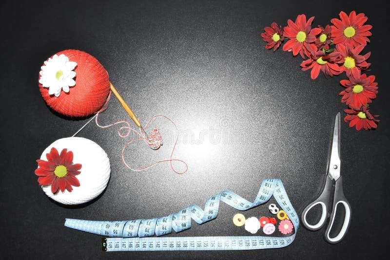 钩针编织和球与螺纹 图库摄影