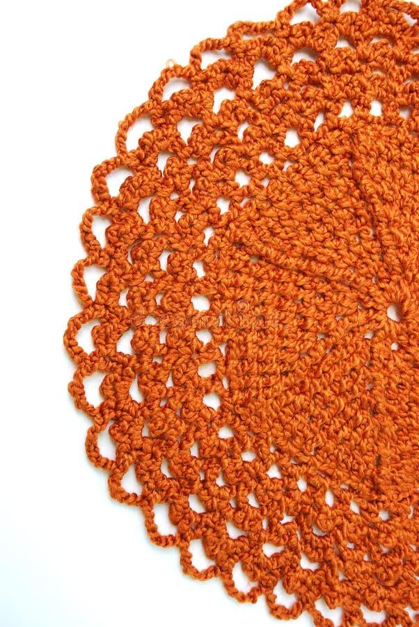 钩针编织小垫布手工制造桔子 免版税库存图片