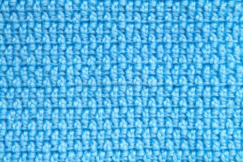 钩针编织毛线样式毯子蓝色背景 库存照片