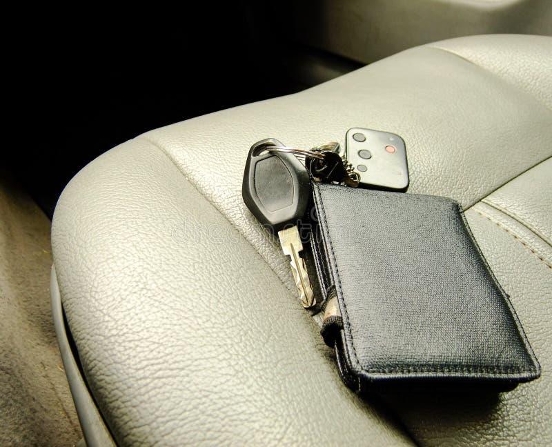 钱包和钥匙在前座 库存图片