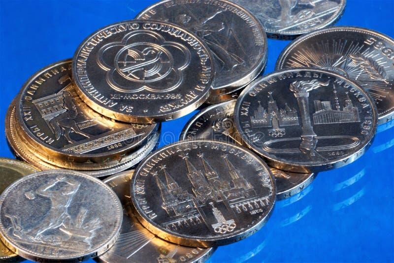 钱币学或钱币奖章之收集,研究造币的历史和货币流通用世界的不同的国家和 免版税库存照片