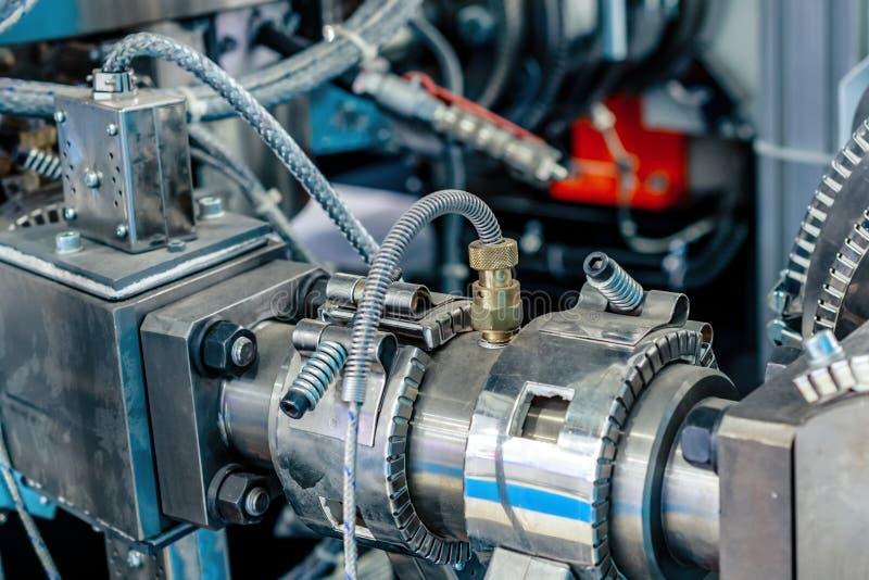 钳位陶瓷加热器 管子的加热系统塑料注坯模型机器的 免版税库存照片