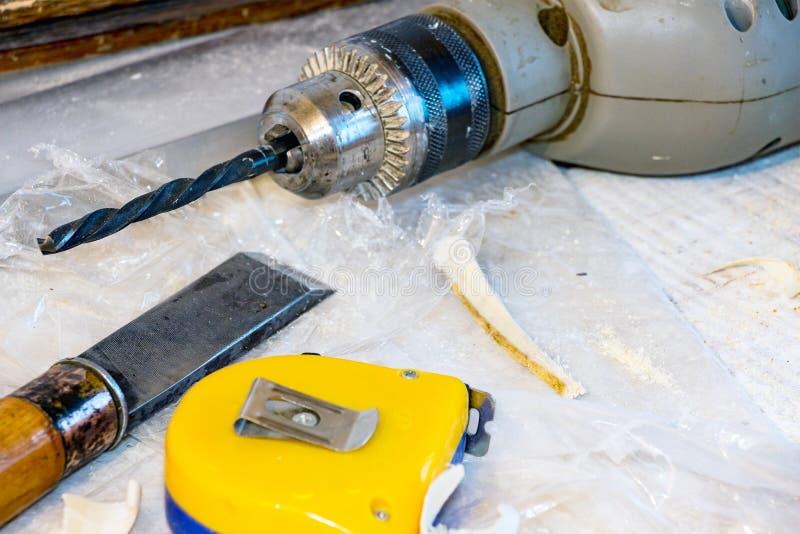 钻子,凿子,测量的磁带 库存照片