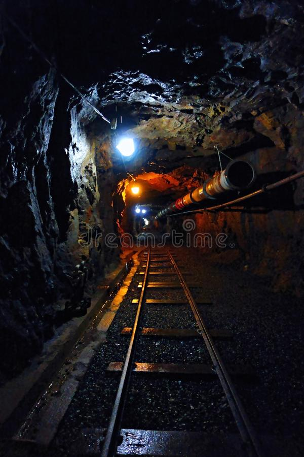 铀矿黑暗的走廊  免版税库存图片