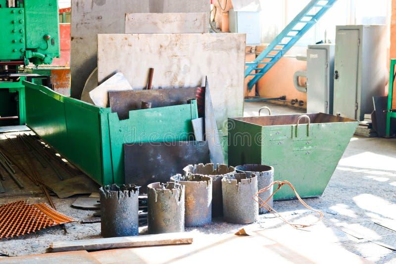 铁与mtall板料的废金属仓库、存贮和空白准备好处理在石油化学,冶金 库存照片