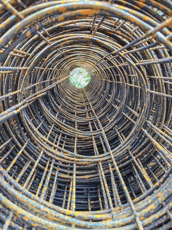 铁丝网钢缺乏卷维护和铁锈 免版税库存照片