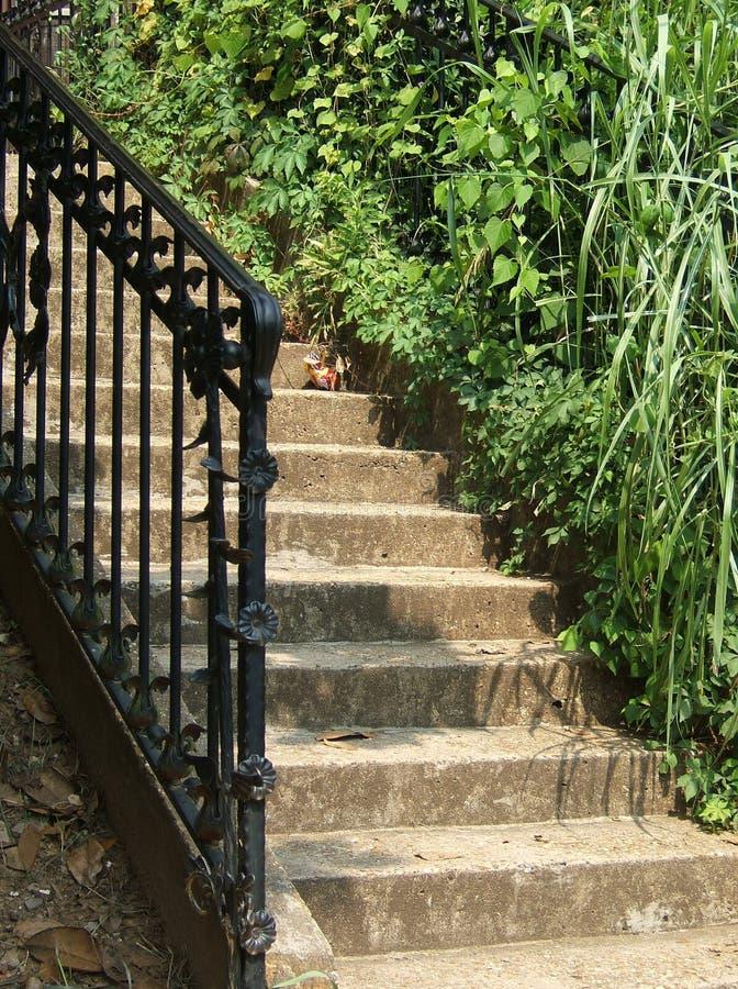 铁加工楼梯的石头 免版税库存照片